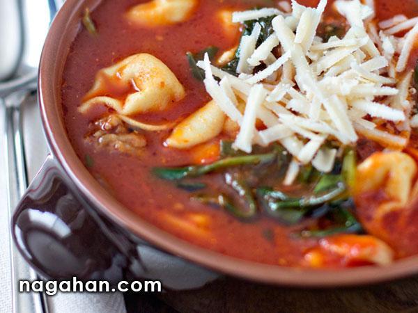 سوپ ایتالیایی تورتلینی با گوجه فرنگی و اسفناج | پیش غذای ایتالیایی سالم و رژیمی