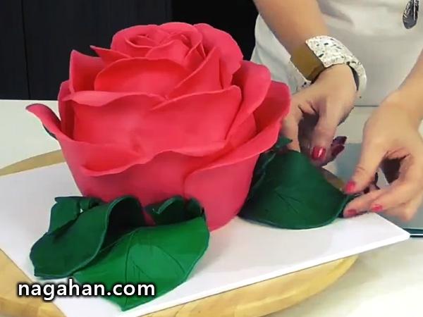 کلیپ کوتاه آموزش تزئین کیک به شکل گل رز