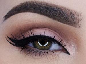 8 حقه ی آرایش چشم