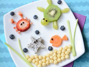 چگونه کودکان را به خوردن غذا و میوه مشتاق کنیم؟