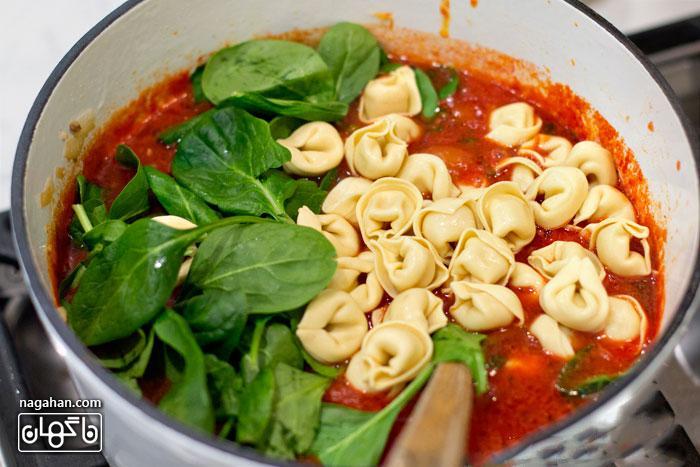 2-سوپ ایتالیایی تورتلینی با گوجه فرنگی و اسفناج | پیش غذای ایتالیایی سالم و رژیمی