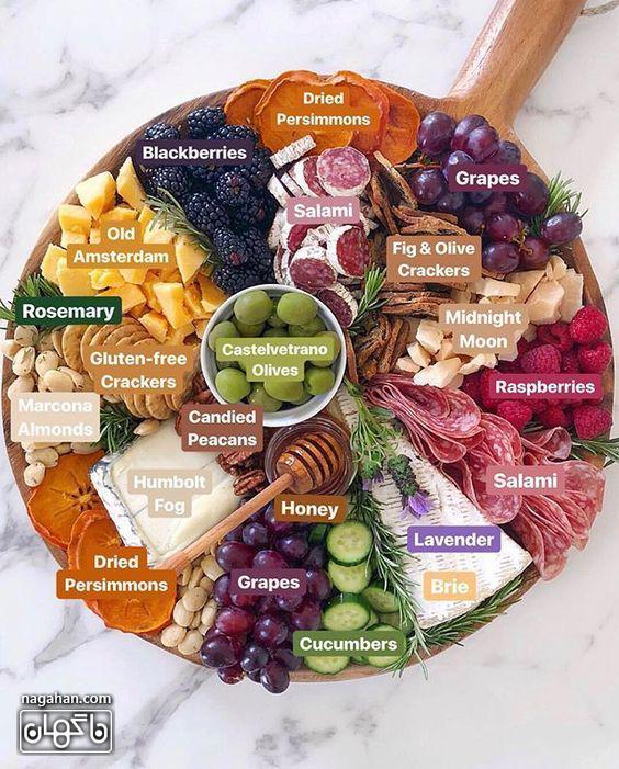میز مزه با انواع پنیر و اسنک و میوه های فصل و عسل