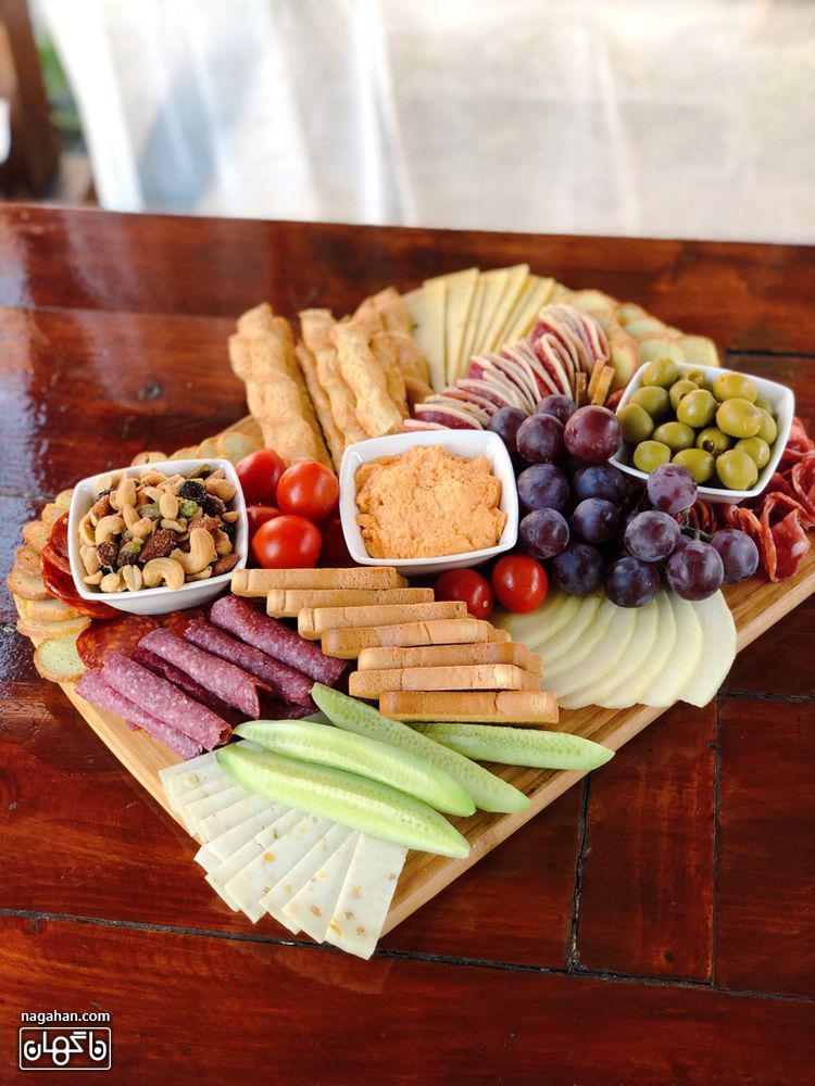 میز مزه با انواع دیپ و پنیر و اسنک و میوه