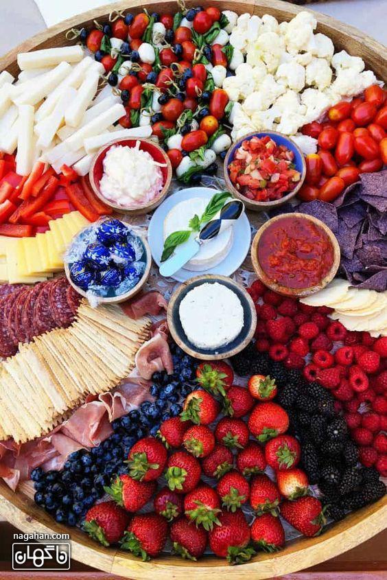 میز مزه با انواع دیپ و پنیر و اسنک و میوه و کالباس و حمص