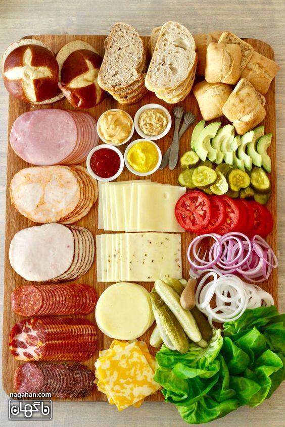 میز مزه با انواع پنیر و کالباس