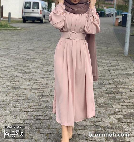 عکس مدل مانتو پیراهنی بلند دخترانه و زنانه اندامی با کمربند صورتی کالباسی