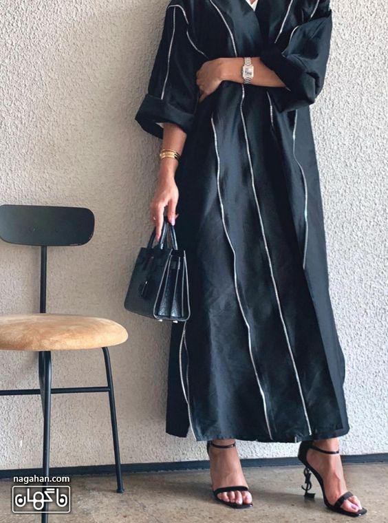 عکس مدل مانتو بلند مشکی با صندل پاشنه بلند