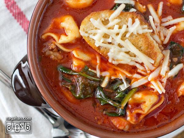 عکسسوپ ایتالیایی تورتلینی با گوجه فرنگی و اسفناج | پیش غذای ایتالیایی سالم و رژیمی