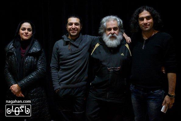 عکس رضا یزدانی در پشت صحنه نمایش روزهای آخر اسفند به کارگردانی محمد رحمانیان