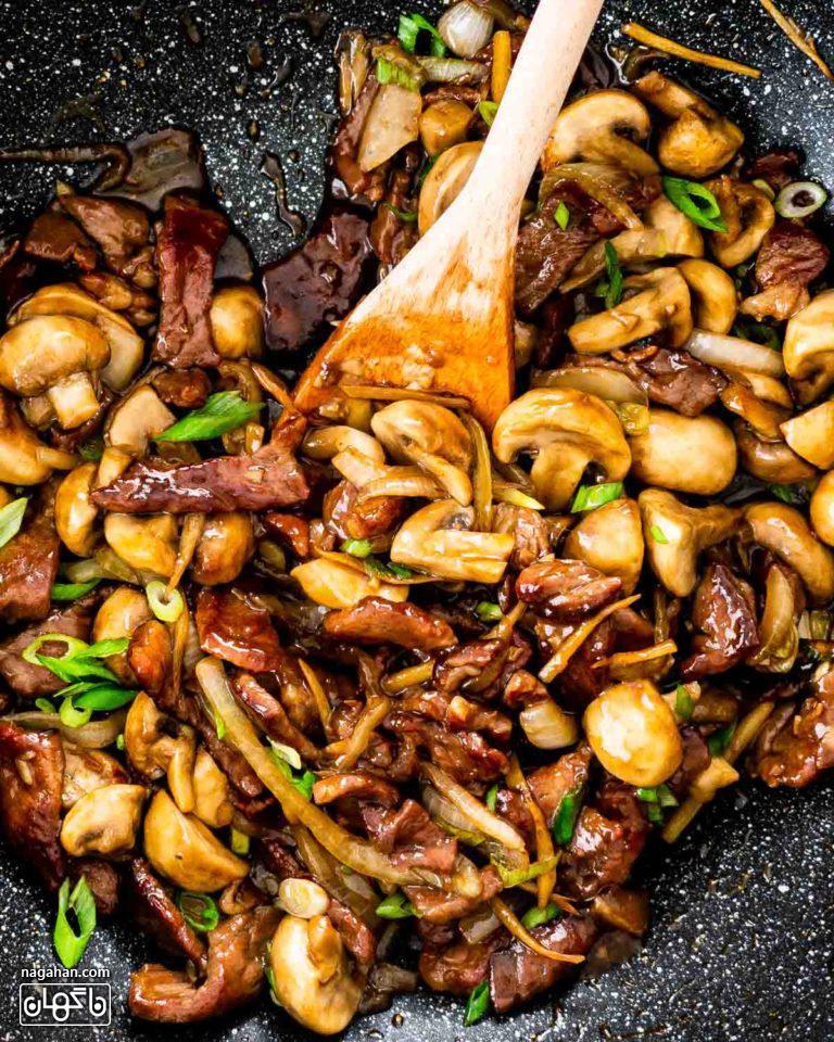 طرز تهیه بیف آسیایی با قارچ ، سبزیجات و سس خانگی