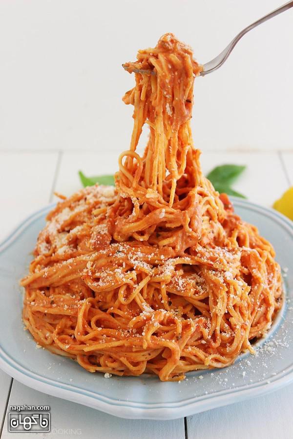 ماکارونی گوجه فرنگی خامه ای سریع و آسان