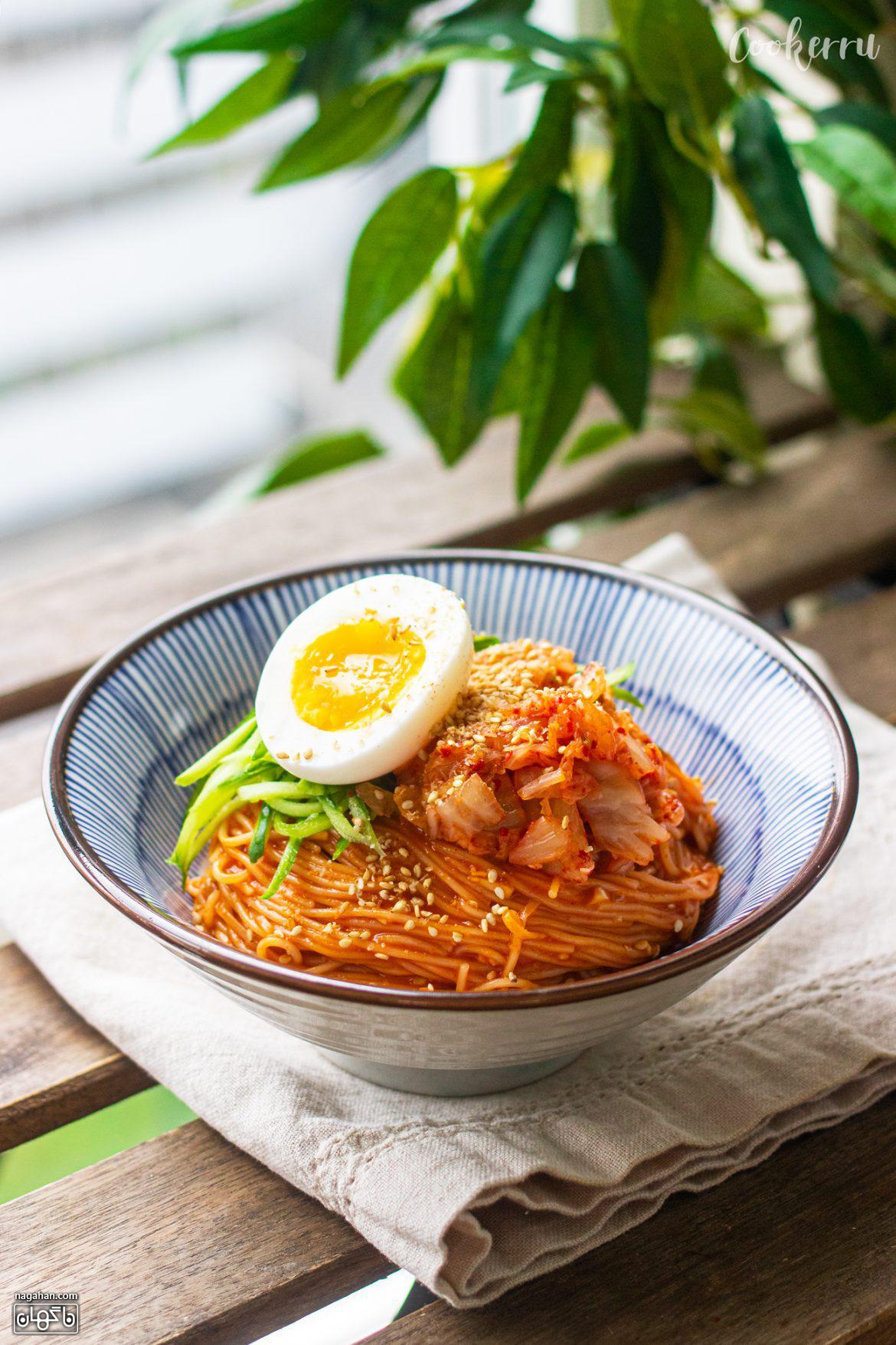نودل تند کره ای با تخم مرغ Bibim Guksu در کمتر از 10 دقیقه
