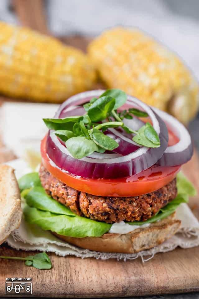 عکس همبرگر گیاهی وگان مناسب برای همه به ویژه گیاهخواران و افراد رژیمی