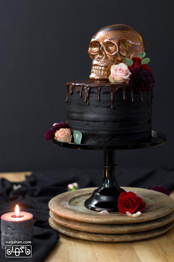 کیک ترسناک و سیاه با طرحاسکلت برای هالوین