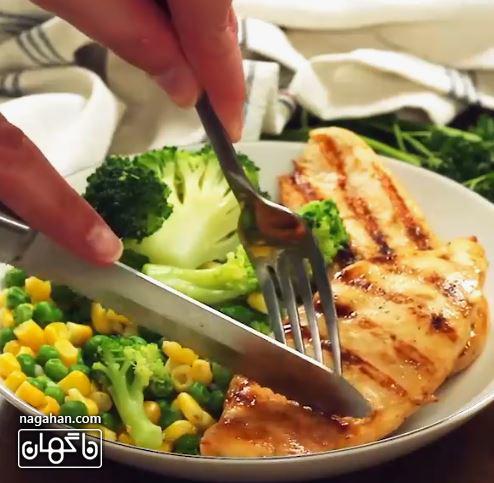 غذای آسان و رژیمی آمریکایی را می توانید در کنار سبزیجات پخته و یا با اسپاگتیسرو کرده