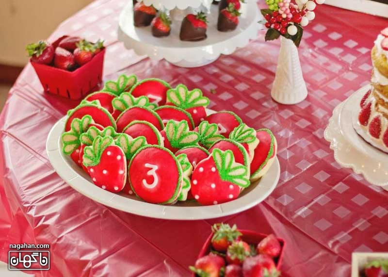 کیک توت فرنگی تم تولد