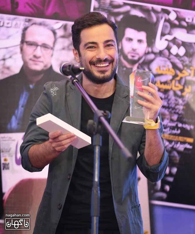 عکس جایزه نویده محمد زاده در اولین جشن روزنامه سینما 95