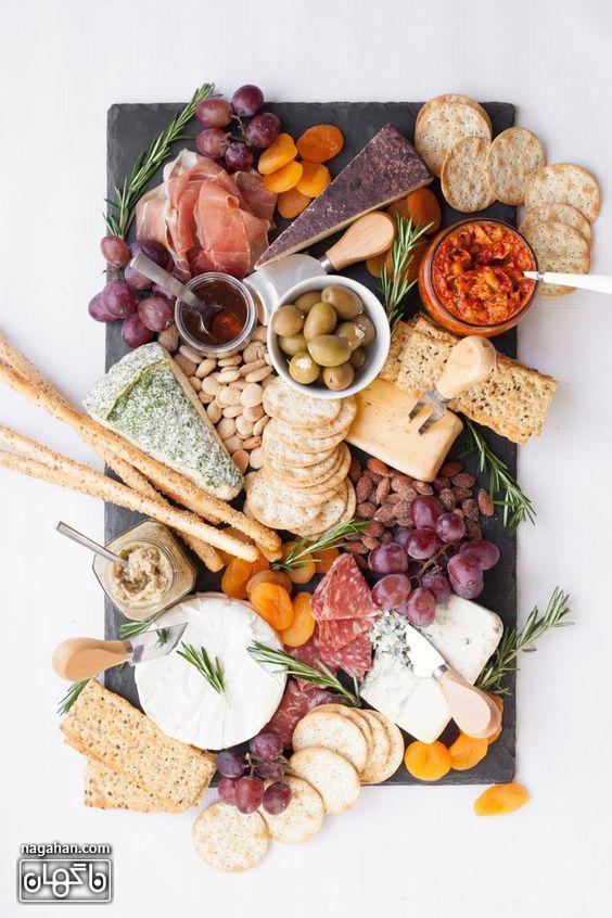 میز مزه با پنیر های متنوع و اسنک و ماست