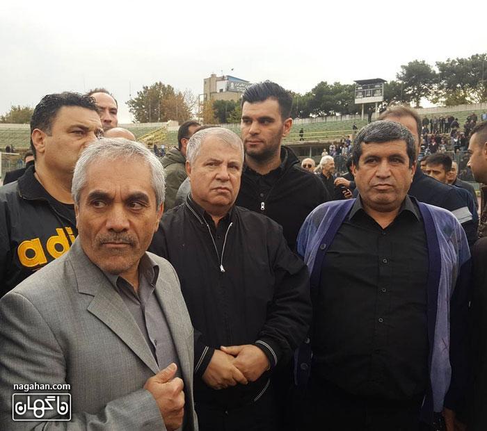 عکس حضور علی پرویندر مراسم خاکسپاری مرحوم منصور پورحیدری