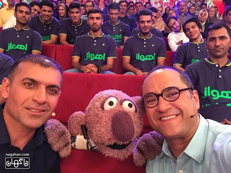 تیم استقلال خوزستان به همراه ویسی در کنار جناب خان در خندوانه