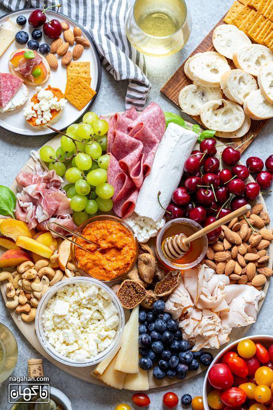 میز مزه با انواع پنیر و انواع میوه